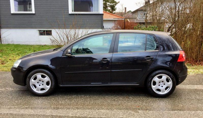 Volkswagen Golf 2007 2.0 TDI 140HK Condiciones: empleado año: 2007 Dato de registro: 27/10/2006 Kilometraje: 181.525 km color: negro intercambio: manualcombustible: motor diesel